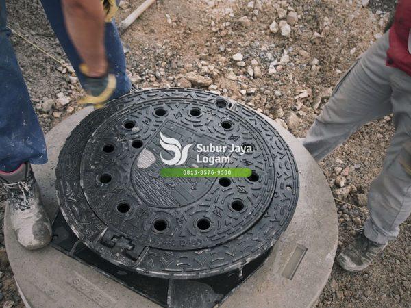 Kelebihan Manhole Cover Engsel Buka-Tutup