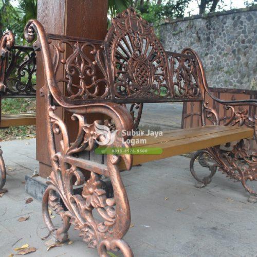Kursi ornamental klasik